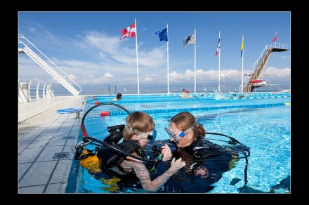 Basics of scuba diving in the swimming pool