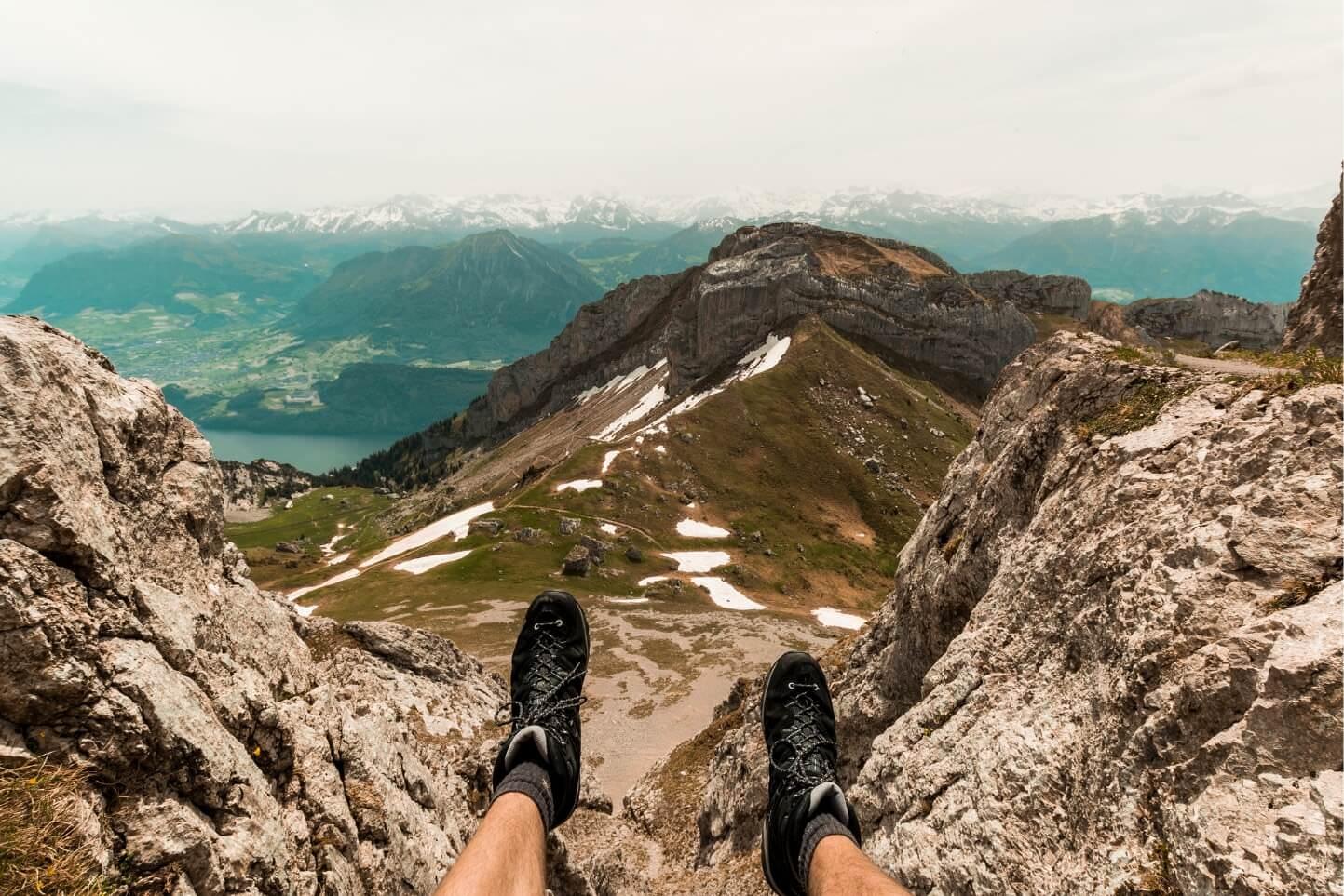 vue sur montagne et lac