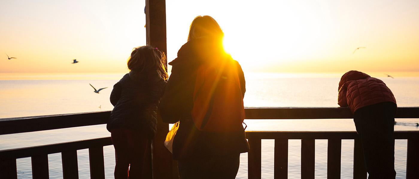 loisirs famille et coucher de soleil