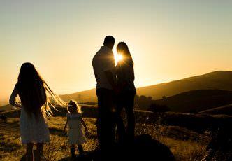 famille coucher de soleil - unsplash