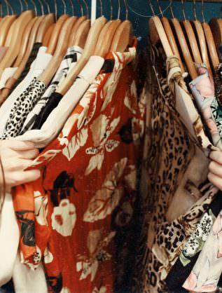 shopping a thonon - unsplash