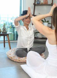 Femmes pratiquant la méditation