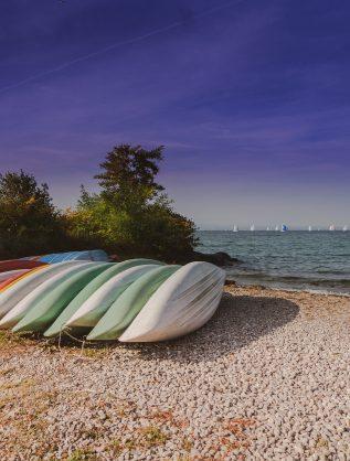 40_thonon_lac_leman_kayak_ciel_bleu_gravier_plage_voile - recadrée